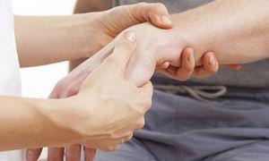 Сколько носить гипс при переломе запястья руки