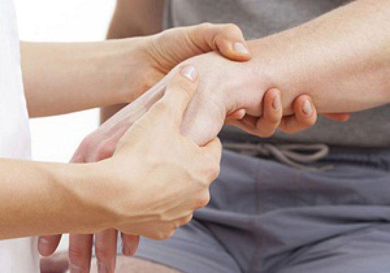 Перелом запястья руки: сколько носить гипс ребенку и взрослому?